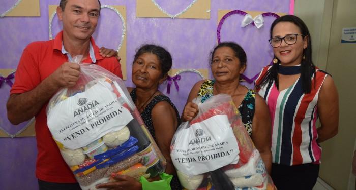 Prefeitura contempla 200 famílias com entrega de cestas básicas