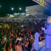 Padroeira: Show do Pe Antônio Maria lota Praça Dr Campelo de Almeida