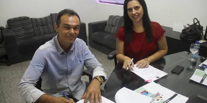 Prefeitura de Anadia adere ao Conisul para viabilizar economia na compra de medicamentos