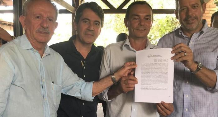 Prefeito Celino Rocha assina convênio com a FUNASA assegurando recursos de R$15mi para abastecimento de água