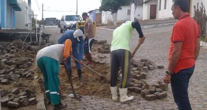 Prefeitura realiza reparos na pavimentação do Povoado Tapera