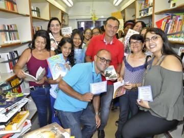 Biblioteca Móvel do Sesc vira grande atração entre estudantes