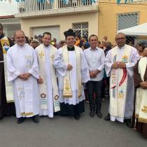 Fiéis participam de procissão em comemoração à Nossa Senhora da Piedade