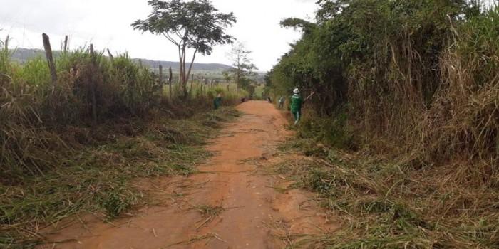 Prefeitura realiza desobstrução de ladeira no Tijuco