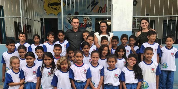 Prefeitura inicia entrega de fardamentos para alunos da rede municipal de ensino
