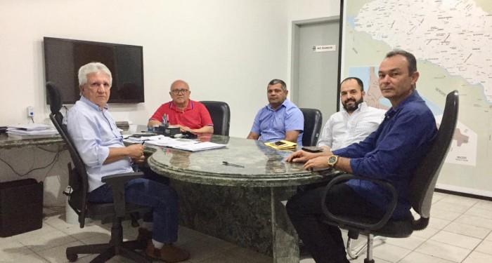 Prefeito Celino Rocha solicita do DER melhorias nas estradas de acesso ao município