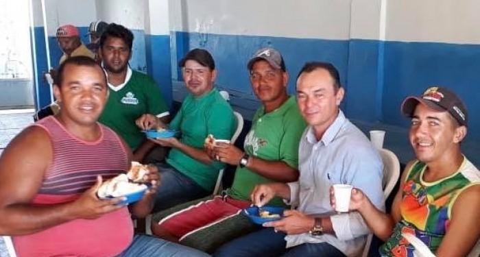 Prefeito Celino Rocha participa de café da manhã e sorteio em homenagem ao Dia dos Garis