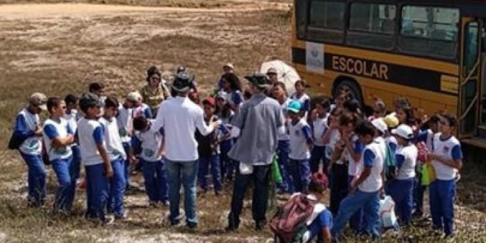 Estudantes aprendem sobre preservação ambiental em passeio à mata Pirangaçu