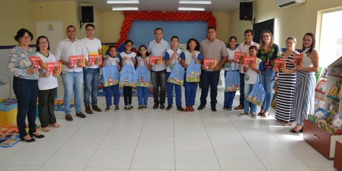 Prefeito Celino Rocha entrega bibliotecas móveis para incentivo ao aprendizado e leitura dos estudantes de Anadia