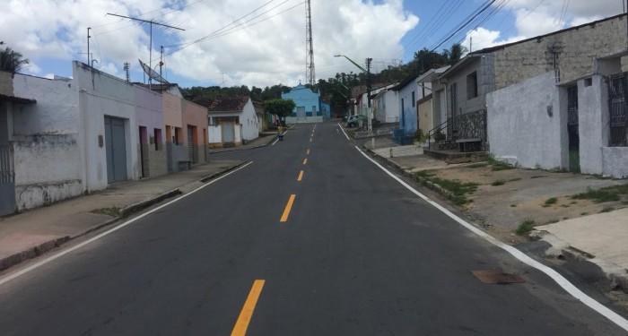 Rua contempladas com pavimentação asfáltica começam a receber sinalização