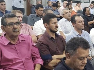 Prefeito Celino Rocha participa de encontro para elaboração de plano de melhorias no abastecimento de água no município
