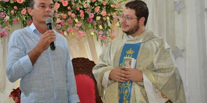 Prefeito e funcionários participam de missa de encerramento do mês Mariano