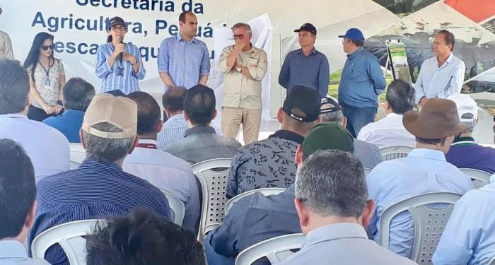 Prefeito Celino Rocha acompanha mais uma colheita do Grupo Santana