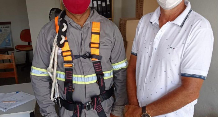 Prefeitura garante equipamentos de segurança e fardamento para profissionais da iluminação pública