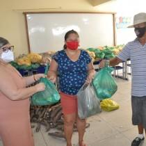 Em mais uma remessa, Educação entrega cerca de 3 mil kits de gêneros alimentícios