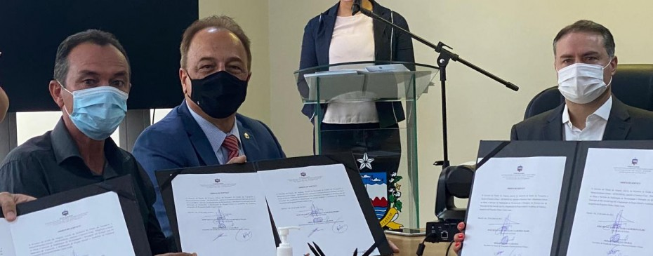 Prefeito Celino Rocha assina ordem de serviço para início do Programa Minha Cidade Linda