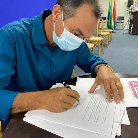 Prefeitura firma convênio de água e esgotamento sanitário com o Governo do Estado