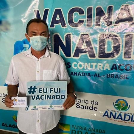 Prefeito recebe a 1ª dose da vacina contra a Covid-19