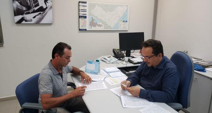 Prefeito Celino Rocha assina convênio para construção de campo de Futebol Society