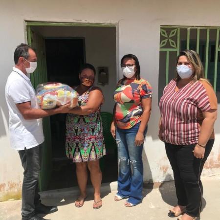 400 famílias são beneficiadas com programa de entrega de cestas de alimentos