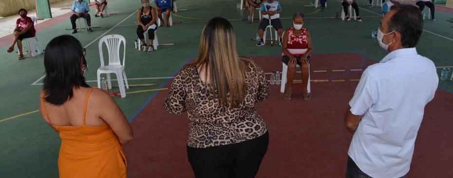 CRAS realiza aula inaugural de exercícios físicos com grupo de idosos