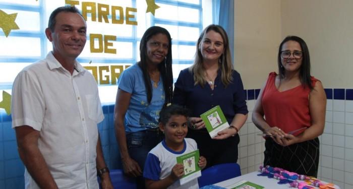 Projeto transforma alunos da Escola Padre Jackson em autores de livros